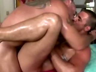 Straight mendicant ass fucked by gay reside masseuse